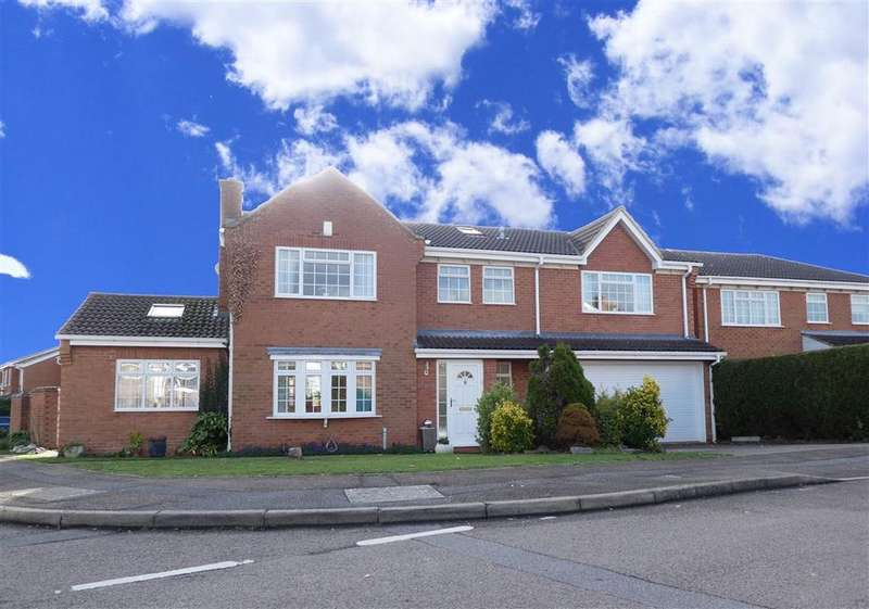 5 Bedrooms Detached House for sale in Wakehurst Drive, East Hunsbury, Northampton