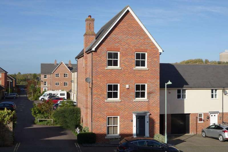 4 Bedrooms Town House for sale in Barwell Road, Bury St. Edmunds