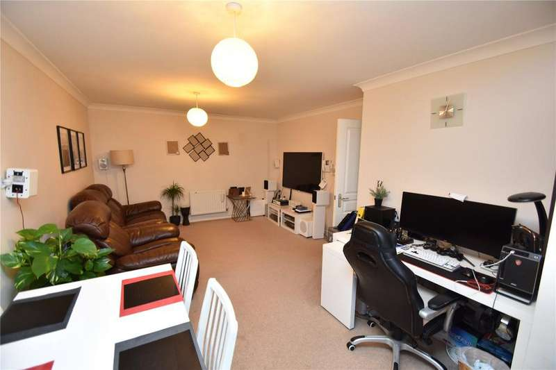 2 Bedrooms Apartment Flat for sale in Tallow Close, Dagenham, RM9