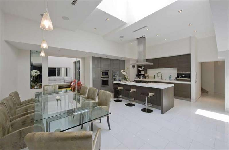 4 Bedrooms Flat for sale in Avenue Road, St Johns Wood, London, NW8
