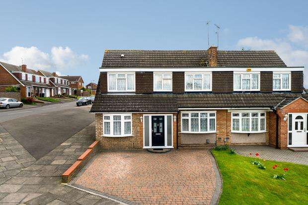 4 Bedrooms Semi Detached House for sale in Turnpike Drive, Luton, LU3