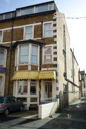 16 Bedrooms Hotel Gust House for sale in Lismaine Hotel, 3 Charnley Road, Blackpool , FY1 4PE