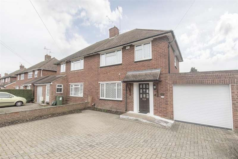 3 Bedrooms Semi Detached House for sale in Hanover Way, Windsor