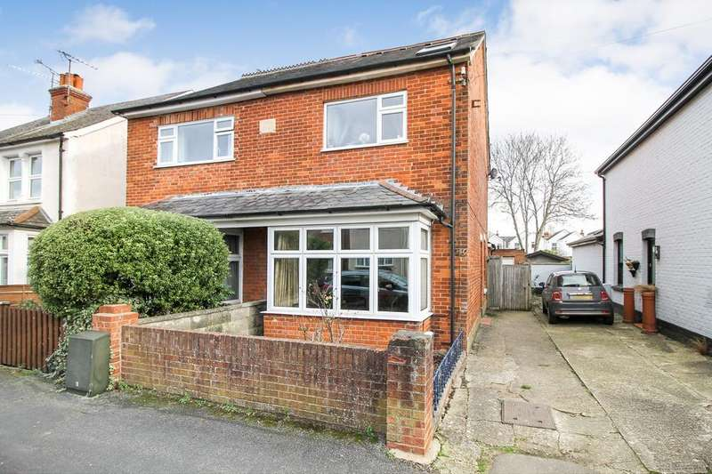3 Bedrooms Semi Detached House for sale in Somerset Road, Farnborough , Hampshire, GU14