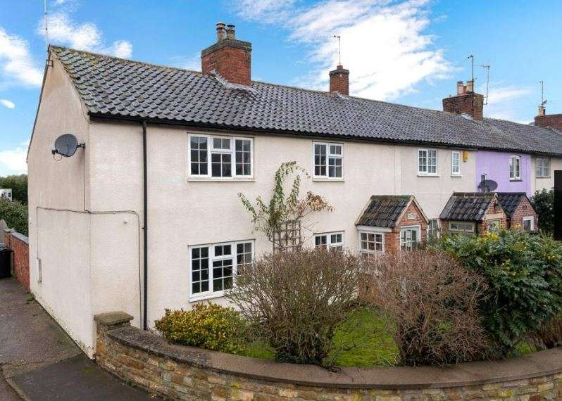 3 Bedrooms Property for sale in Rosy Row, Woolsthorpe, Grantham, Lincolnshire, NG32 1LZ