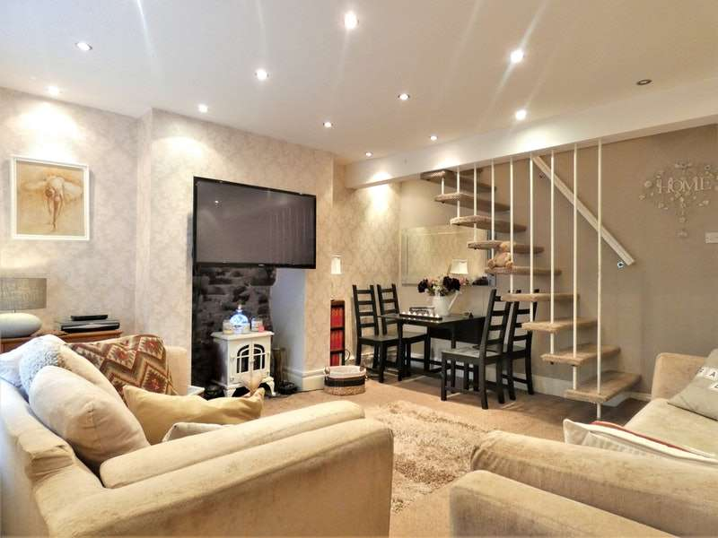 2 Bedrooms Terraced House for sale in Simmondley, Glossop, Derbyshire, SK13