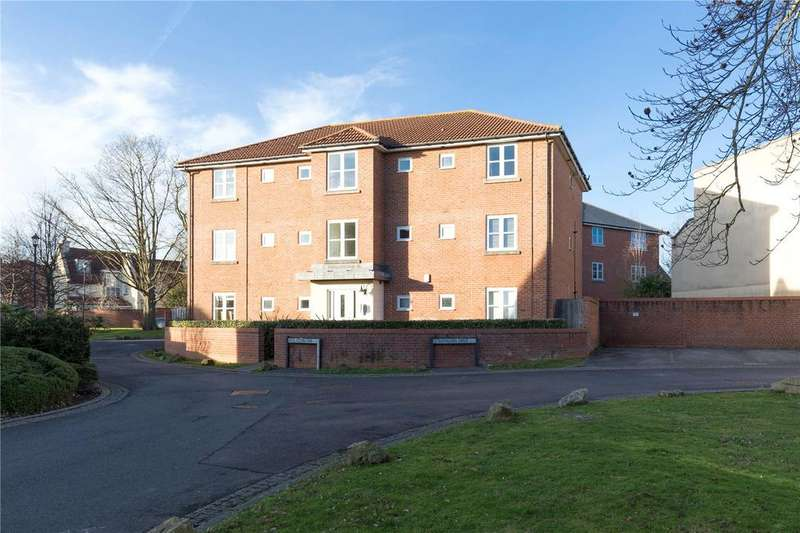 2 Bedrooms Apartment Flat for sale in Royal Victoria Park, Bristol, BS10