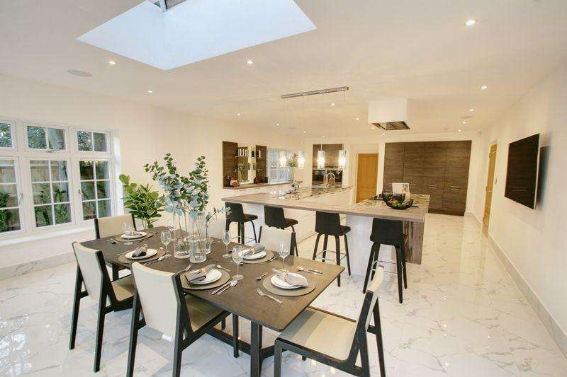 6 Bedrooms Detached House for sale in Templewood Lane, Farnham Common