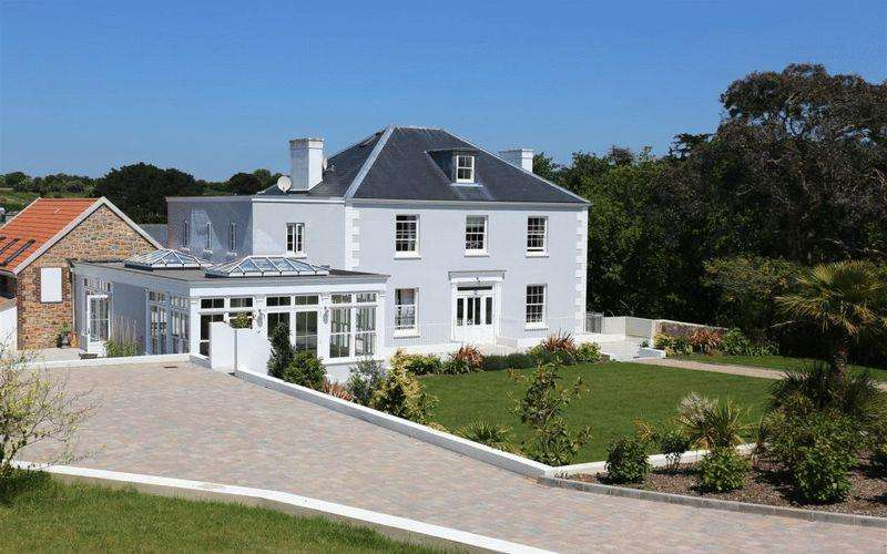 6 Bedrooms House for sale in Luxury Out West