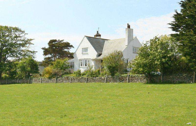3 Bedrooms Detached House for sale in Near Bull Bay, Anglesey