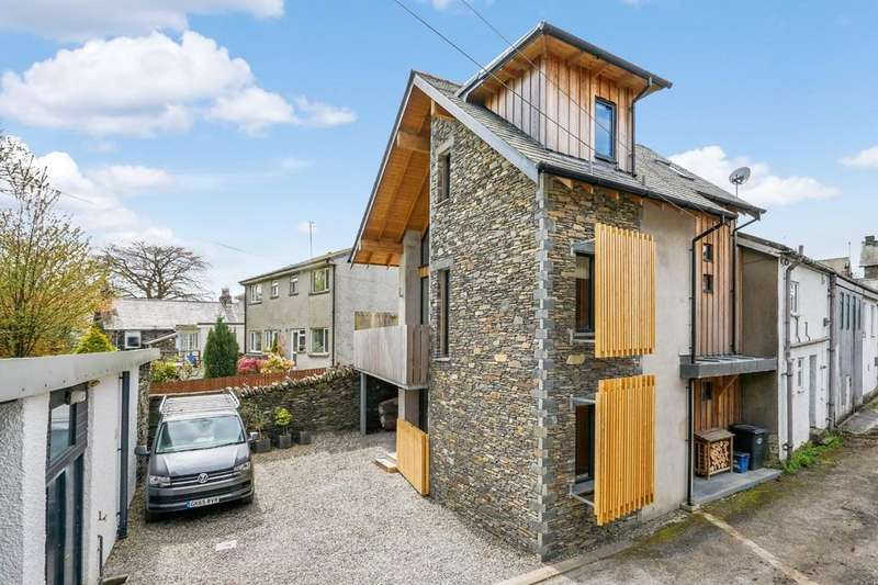 3 Bedrooms Detached House for sale in Oak Howe, Upper Oak Street, Windermere, Cumbria, LA23 2LB