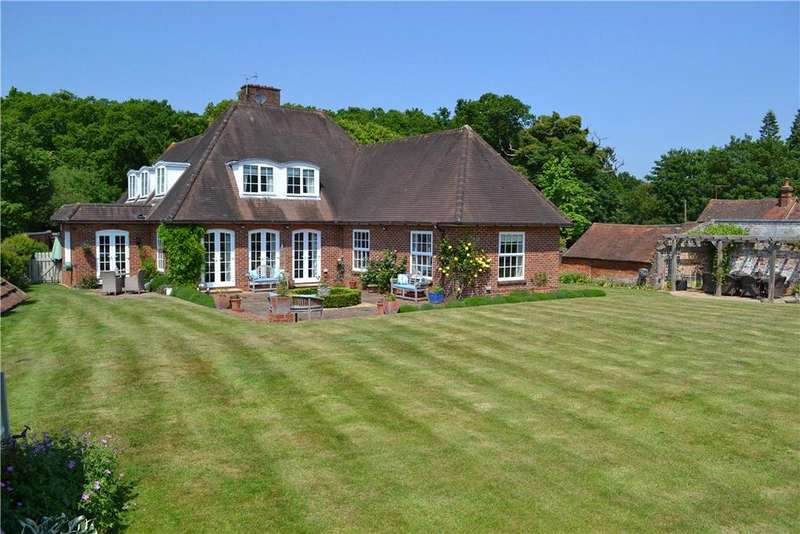 4 Bedrooms House for sale in Hazeley House, Nightingale Lane, Mortimer, Reading, Berkshire, RG7 3PS