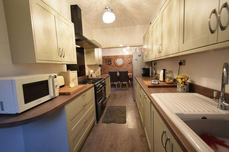 5 Bedrooms End Of Terrace House for sale in Queen Street, Withernsea