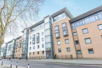2 Bedrooms Flat for sale in Deanery Road, Bristol, .