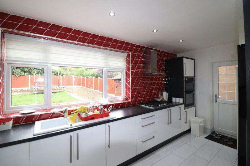 4 Bedrooms Detached House for sale in Asquith Boulevard, Leicester