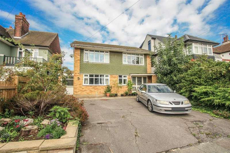 3 Bedrooms House for sale in Crowstone Avenue, Westcliff-on-Sea