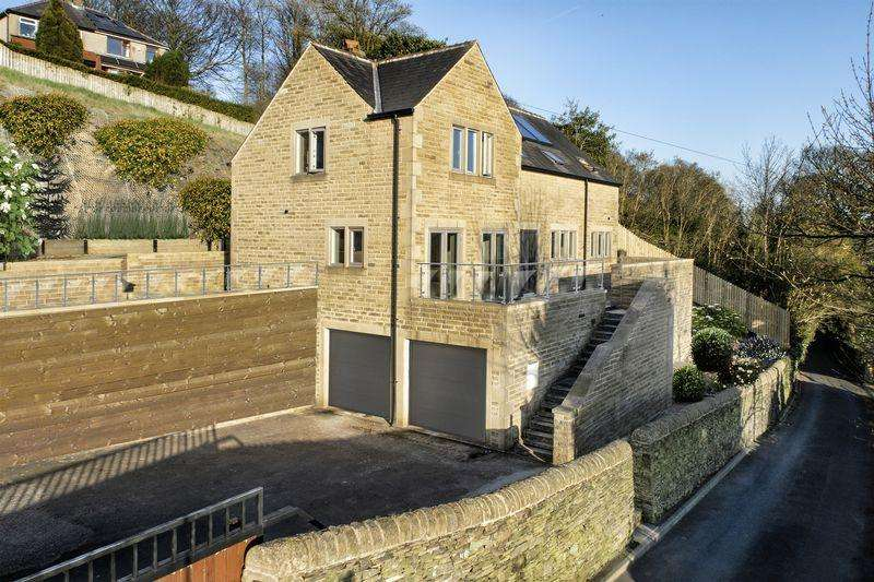 4 Bedrooms Detached House for sale in 17 Churn Lane, Trimmingham, Halifax HX2 7QT