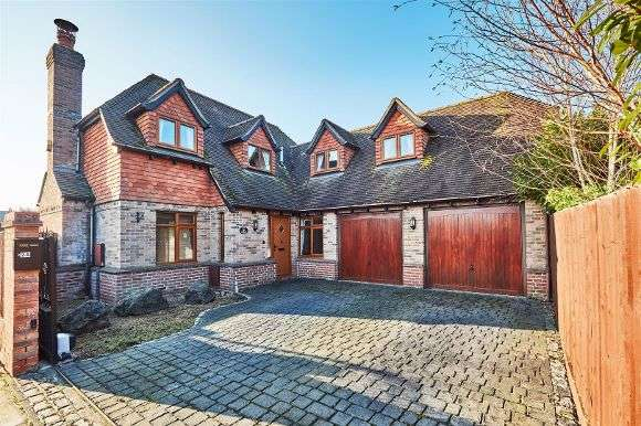 4 Bedrooms Detached House for sale in Century Drive, Spencers Wood, Reading