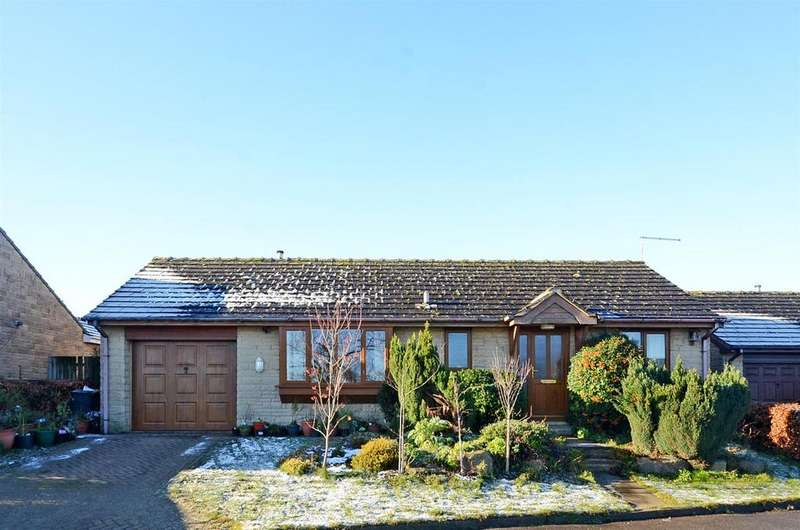 2 Bedrooms Detached Bungalow for sale in Vicarage Close, Holmesfield, Dronfield