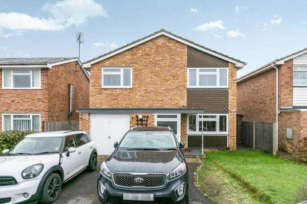 4 Bedrooms Detached House for sale in Guildford, Surrey, .