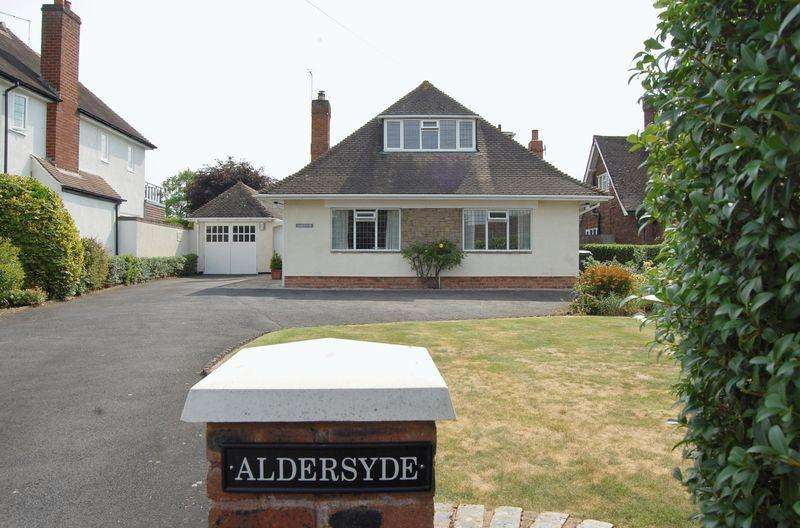 4 Bedrooms Detached House for sale in Shaw Lane, Albrighton ,Wolverhampton
