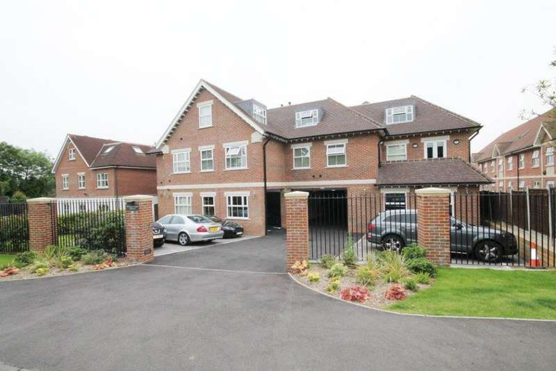 2 Bedrooms Apartment Flat for rent in William Court, Manor Road, Chigwell IG7