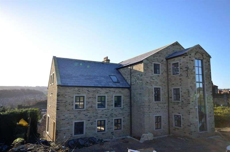 4 Bedrooms Apartment Flat for sale in House Apartment, 2 Carriage House, The Carriage Drive, Greetland, Halifax, HX4 8HW