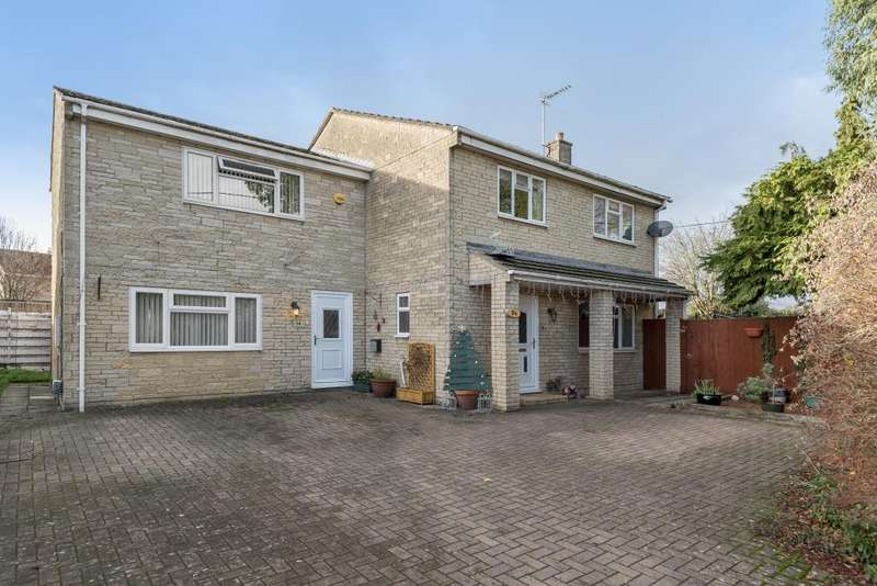 4 Bedrooms Detached House for sale in Carterton, Oxfordshire, OX18