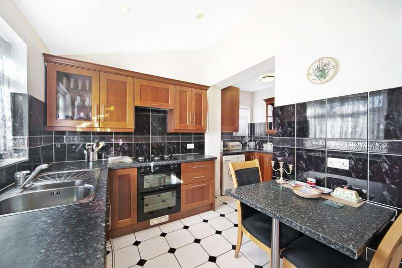 3 Bedrooms Terraced House for sale in Gresham Road, Hounslow, Middlesex, TW3