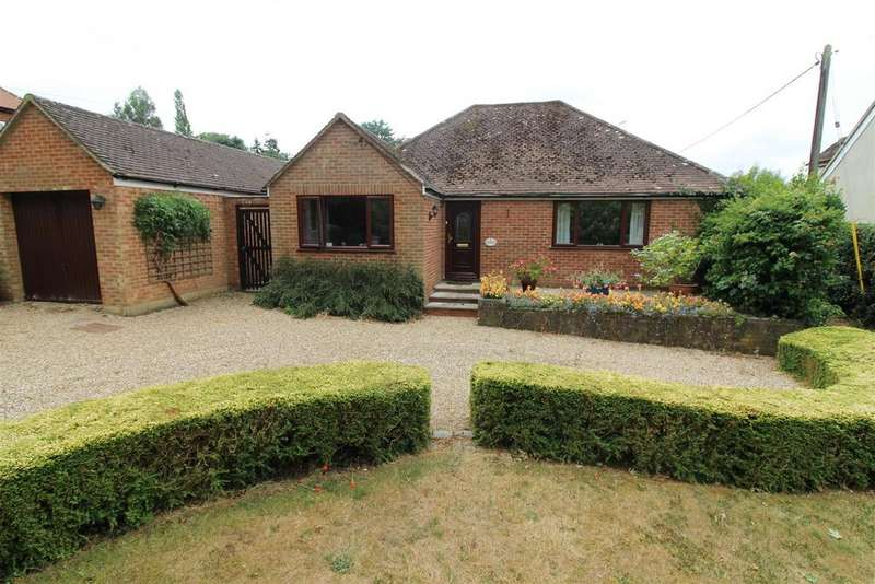 4 Bedrooms Detached Bungalow for sale in Beech Lane, Woodcote, Reading