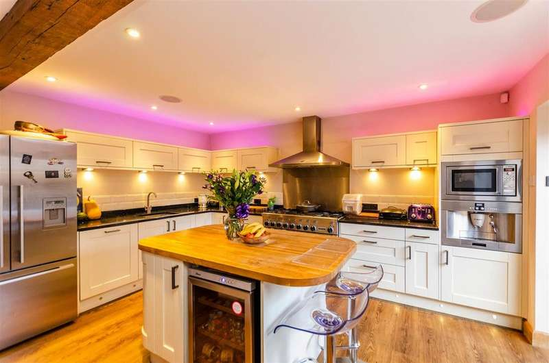 6 Bedrooms Detached House for sale in St. Martin's Lane, Norwich