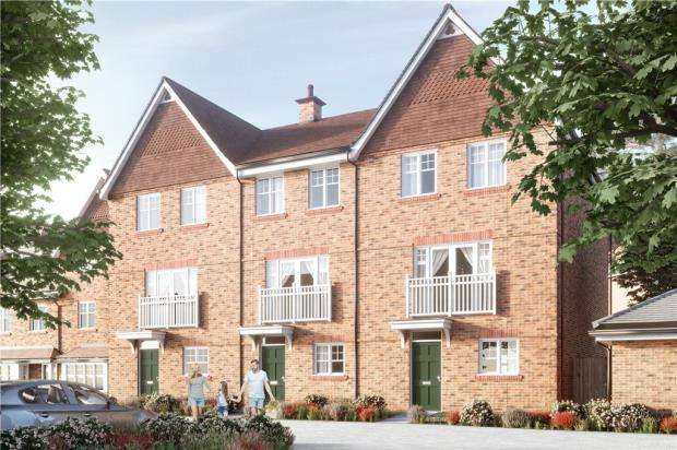 4 Bedrooms Semi Detached House for sale in Ively Road, Fleet