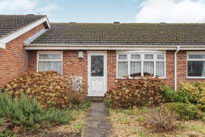 2 Bedrooms Bungalow for sale in Rodborough, Yate, Bristol, South Gloucstershire