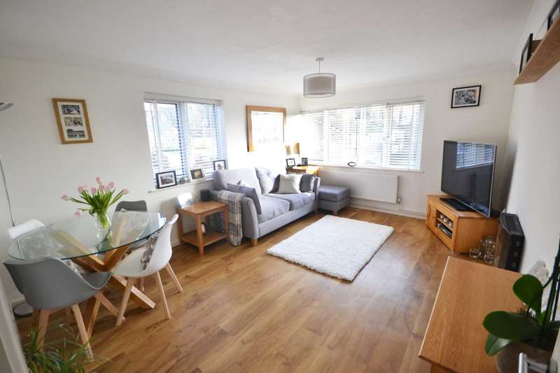 2 Bedrooms Maisonette Flat for sale in Luscombe Close, Caversham