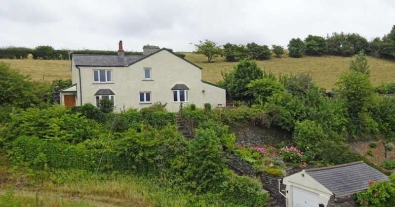 3 Bedrooms Property for sale in Sandside, Kirkby-in-Furness, Cumbria, LA17 7UA