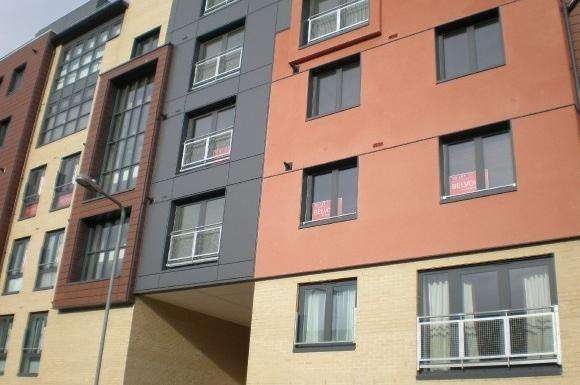 2 Bedrooms Flat for sale in Invito House, 2122 Bramley Crescent, Gants Hill, Ilford