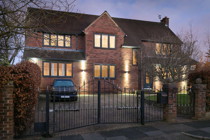 5 Bedrooms Detached House for sale in Leegate Close, Heaton Mersey