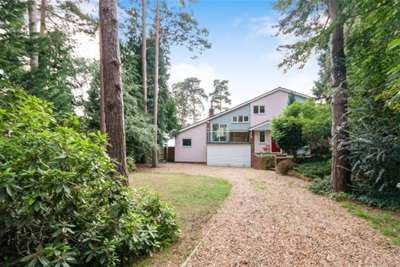 4 Bedrooms House for rent in Goldney Road, Camberley, GU15 1DH