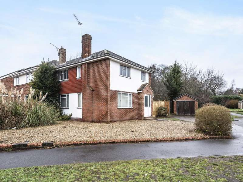 3 Bedrooms Semi Detached House for sale in Nightingale Road, Woodley, Reading, RG5