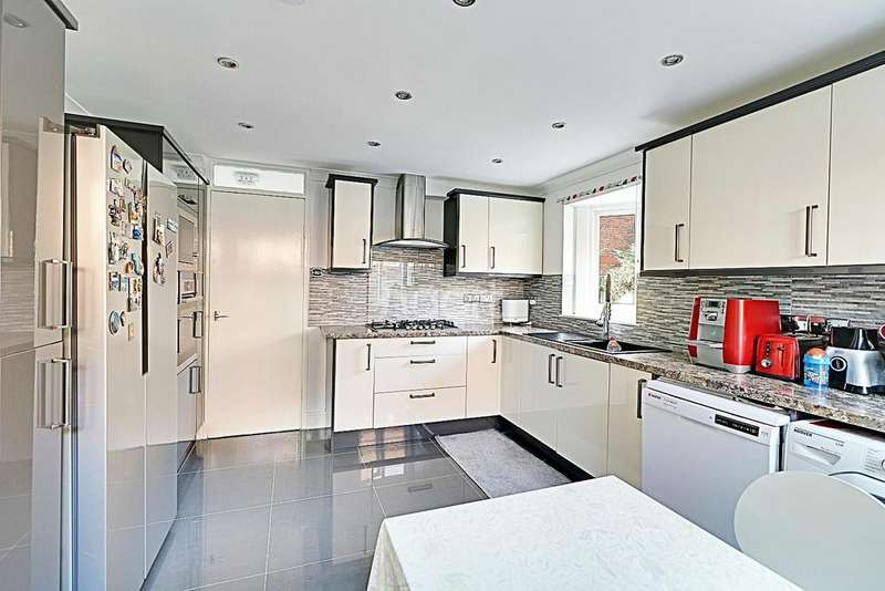 3 Bedrooms Terraced House for sale in BOND STREET, STRATFORD, LONDON, E15