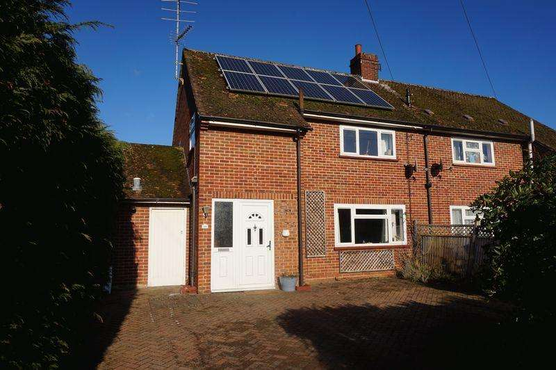 3 Bedrooms Semi Detached House for sale in Loundyes Close, Thatcham