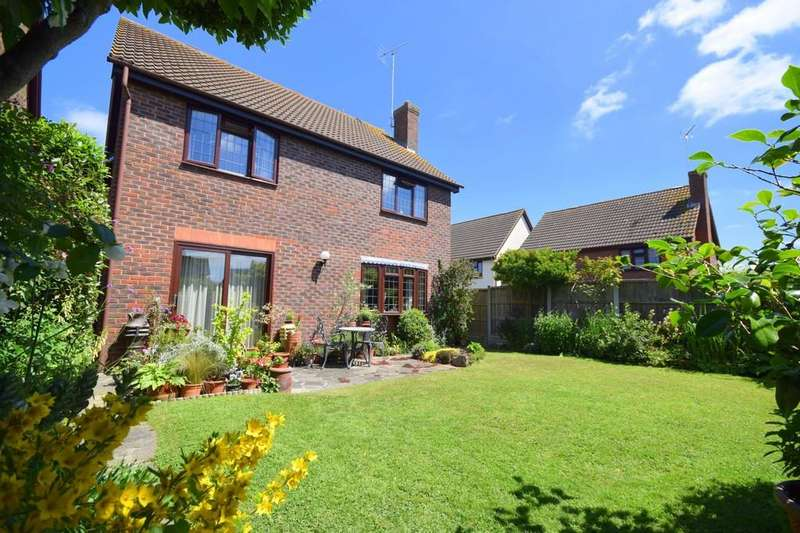 4 Bedrooms Detached House for sale in Blake Hall Drive, Wickford, SS11 8XA