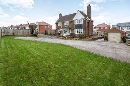 3 Bedrooms Detached House for sale in Staley Drive, Glapwell, Chesterfield, Derbyshire
