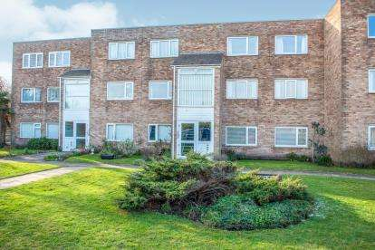 2 Bedrooms Flat for sale in The Outlook, 32 Riverside, Hightown, Merseyside, L38
