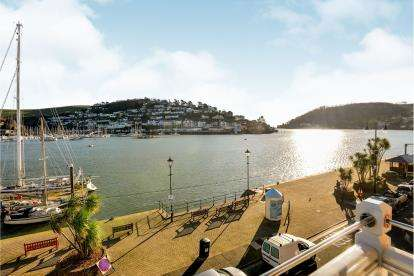 2 Bedrooms Flat for sale in 8 South Embankment, Dartmouth, Devon