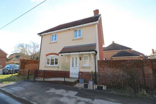 3 Bedrooms Detached House for sale in Marlow Drive, Hailsham, BN27