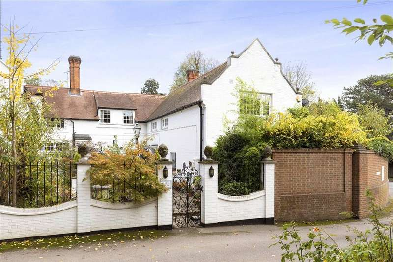 4 Bedrooms Semi Detached House for sale in Woburn Hill, Addlestone, Surrey, KT15