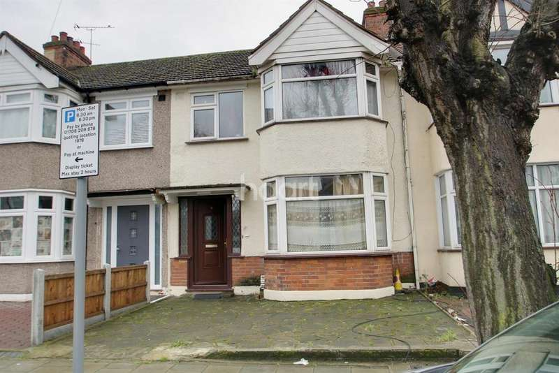 3 Bedrooms Terraced House for sale in Gloucester Road, Romford, RM1