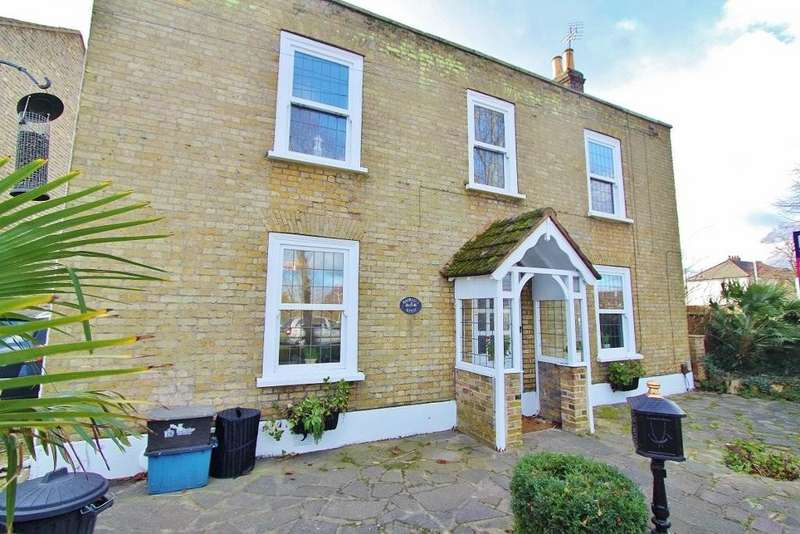 3 Bedrooms Detached House for sale in Little Heath, Chadwell Heath