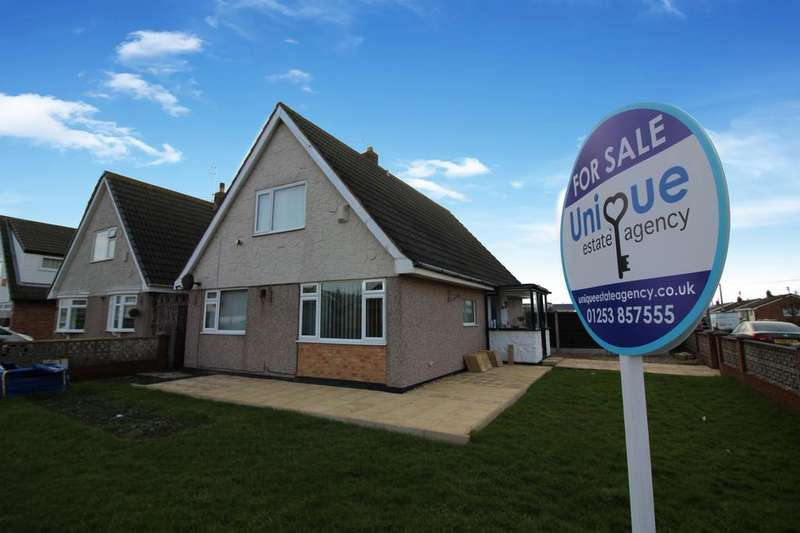 4 Bedrooms Detached House for sale in Cartmell Avenue, Fleetwood, FY7